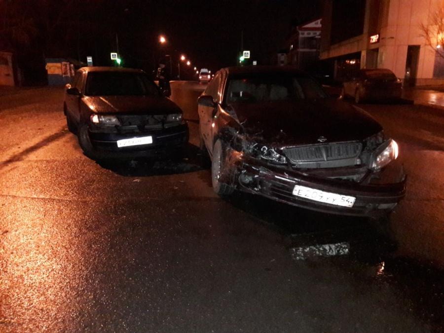 В Первомайском районе Новосибирска столкнулись две иномарки