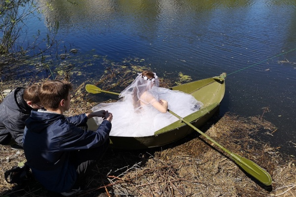 В фильме город Обь представлен в образе невесты
