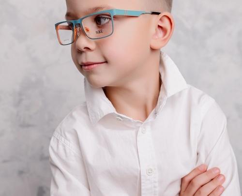 Новосибирские школьники могут бесплатно проверить зрение перед новым учебным годом