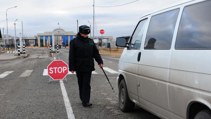Пограничники сообщили о пробках на границе с Казахстаном