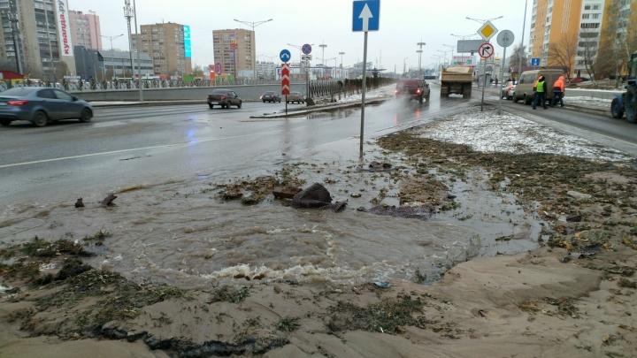 Из-за коммунальной аварии залило тоннель и дублер на Кирова — Московском шоссе