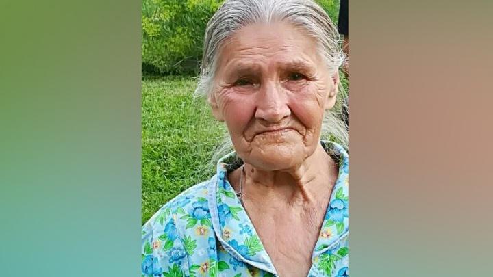 В Новосибирске пропала бабушка в кроссовках