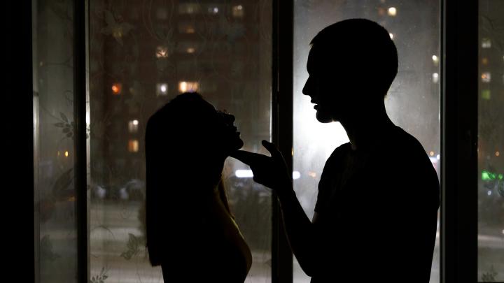 «Ежегодно мужья убивают 14 000 жён»: волгоградцы требуют запрета на закон о семейно-бытовом насилии