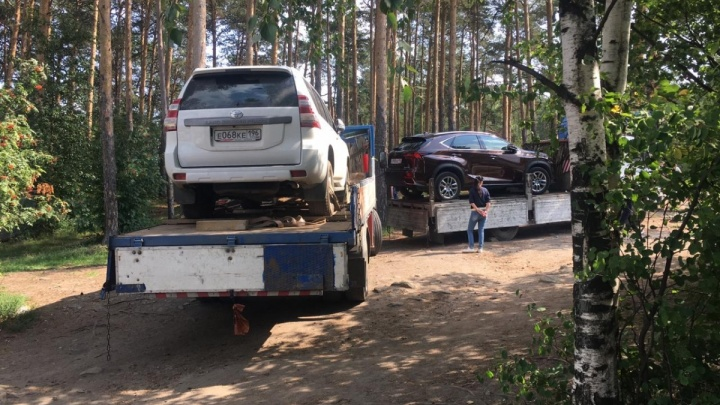 Хозяйка базы отдыха «Карасики» назвала беспределом эвакуацию ее машины за долги