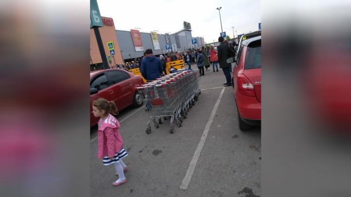 В Уфе полторы тысячи посетителей «Меги» эвакуировали из-за отпаривателя
