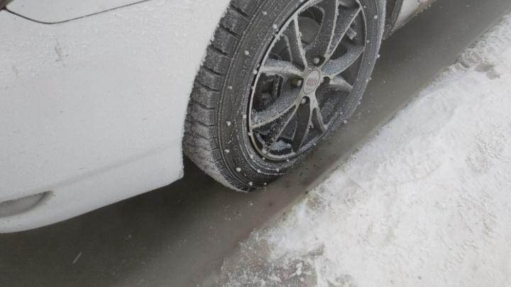 В марте на Шумихе под лед провалилась машина, погибла женщина. Ее выжившего мужа теперь судят