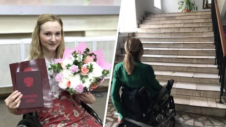 «Коляска слишком тяжелая»: в педуниверситете ответили на претензии о доступной среде для инвалидов