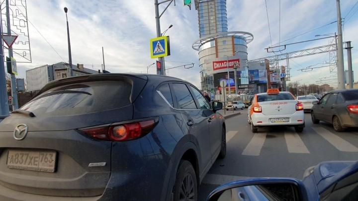 «Ищите пути объезда!»: три аварии парализовали Московское шоссе