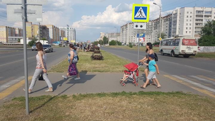 Подарок на сорокалетие: жители Заозёрного просят губернатора отремонтировать проспект Голикова
