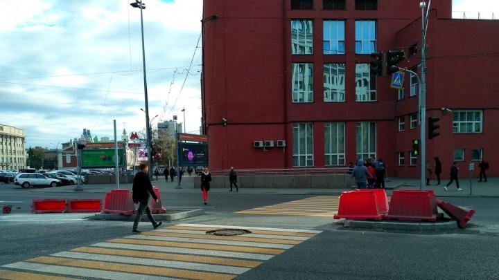 На пешеходном переходе около площади Ленина появились островки безопасности