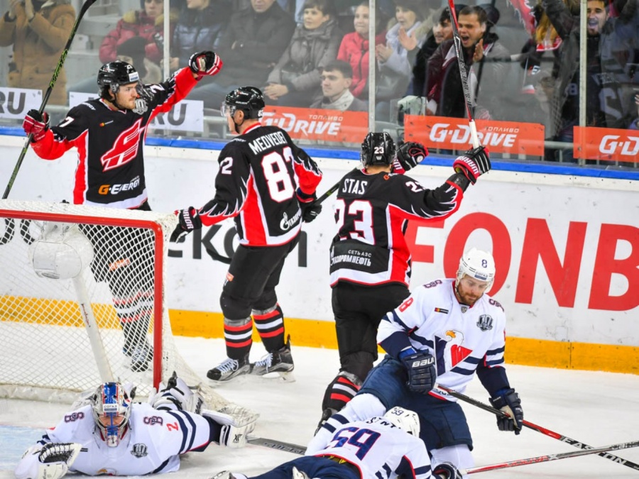 «Авангард» прервал серию изчетырех поражений вчемпионате КХЛ, обыграв «Слован»