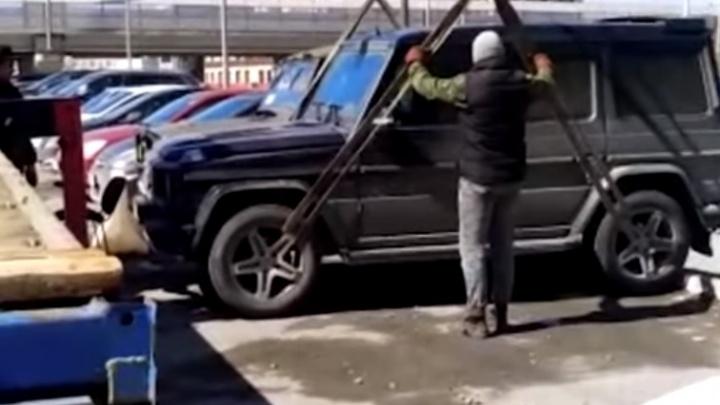 42 штрафа без внимания: у екатеринбурженки за долги забрали «гелик»