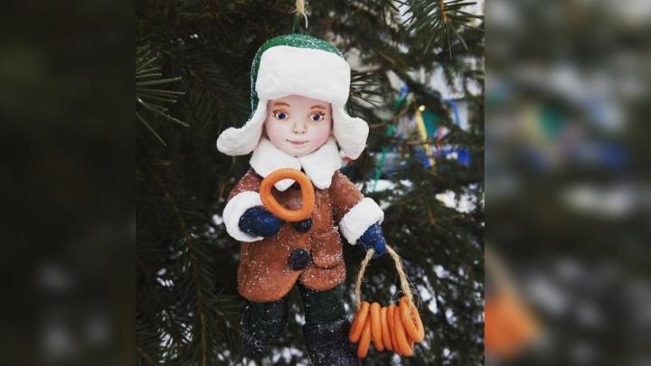 Жительница Красноярска за три недели научилась делать потрясающие игрушки на елку из ваты