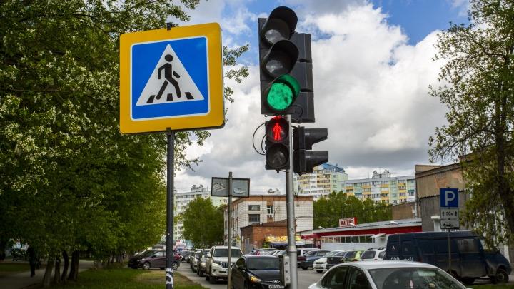 Все прут на красный: новосибирские светофоры изменили режим работы