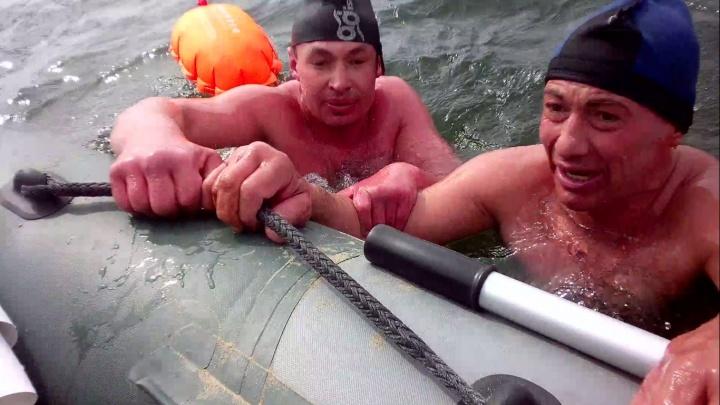 Четверо экстремальных сибиряков переплыли ледяную Обь