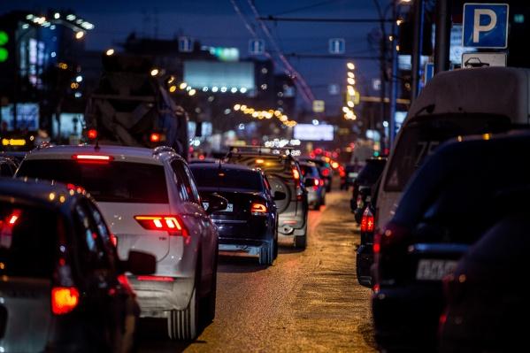 Утром 21 декабря новосибирские водители застряли в6-балльных пробках
