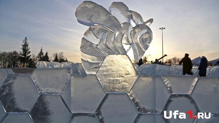 К новогодним праздникам в Уфе построили  81 ледовый городок