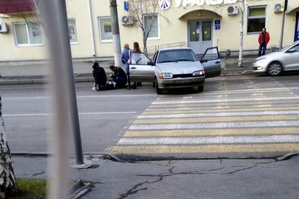 Женщина переходила дорогу по «зебре»