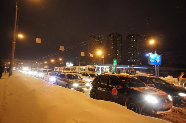 Скорость автомобилей в пробках не превышает 3-5 км/ч