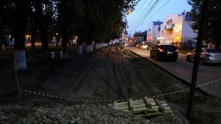 Прокуратура заставит и.о. мэра Ярославля убрать парковки из сквера в центре города