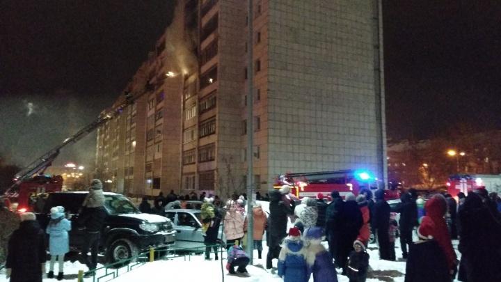 Из-за пожара в многоэтажке 37 тюменцев встретили Новый год на улице