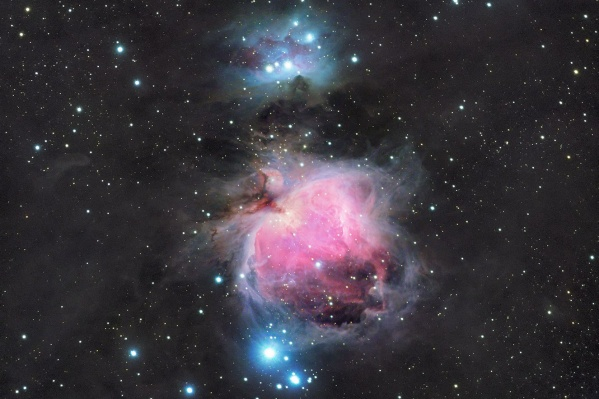 Космос привлекал Алексея Полякова, когда тот ещё был ребёнком, — сейчас он делает необычайно красивые снимки далёких галактик