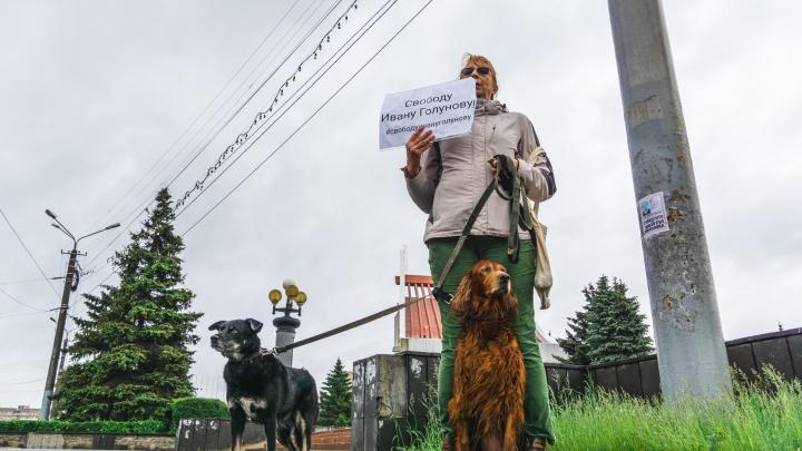 Пикеты в поддержку Ивана Голунова в Омске: как это было