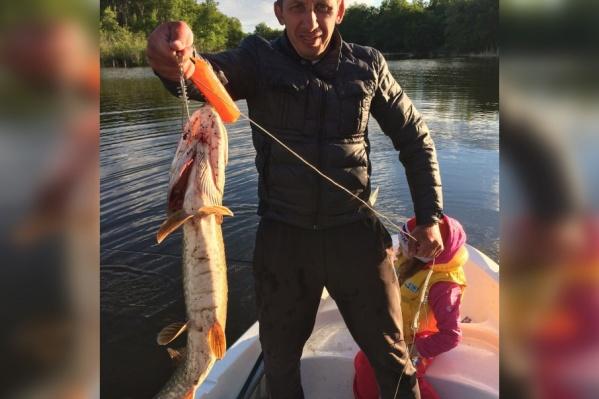Рыбу-рекордсмена мужчина ловил вместе с дочкой