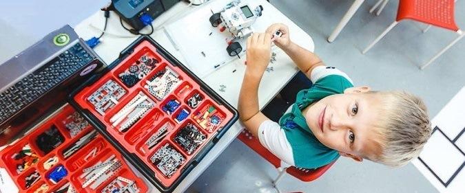В Красноярске появилась школа для превращения детей в крутых конструкторов роботов