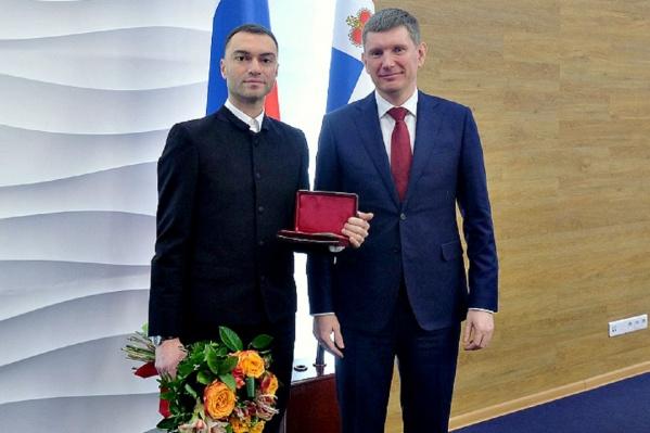 Награду Алексею Мирошниченко вручил губернатор Прикамья Максим Решетников