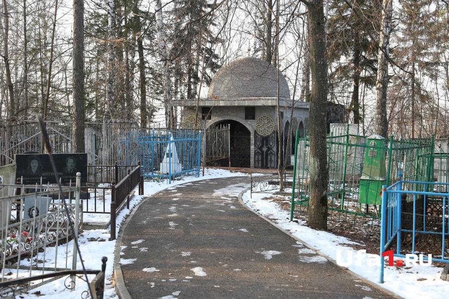 Планшет, который поможет найти родственников, есть пока только на Мусульманском кладбище