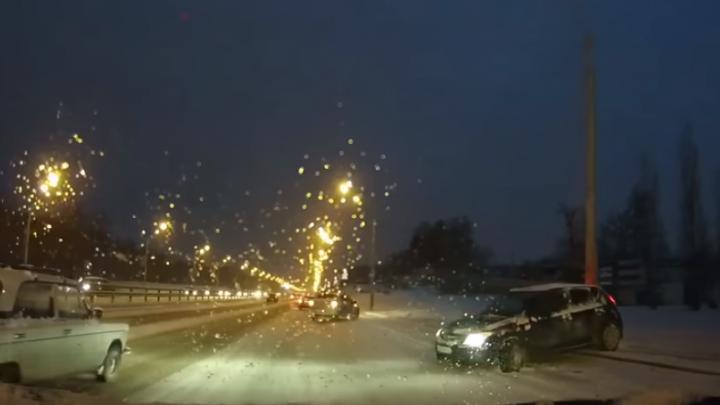 День жестянщика: уфимские автомобилисты оказались не готовы к гололеду