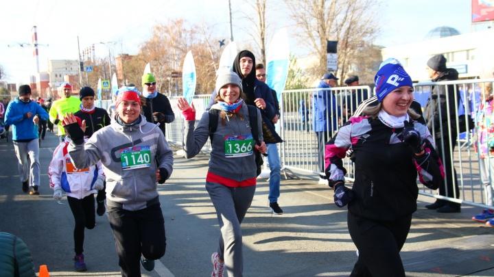 Разминка на холоде и «Самарская миля»: как в городе отметили День народного единства