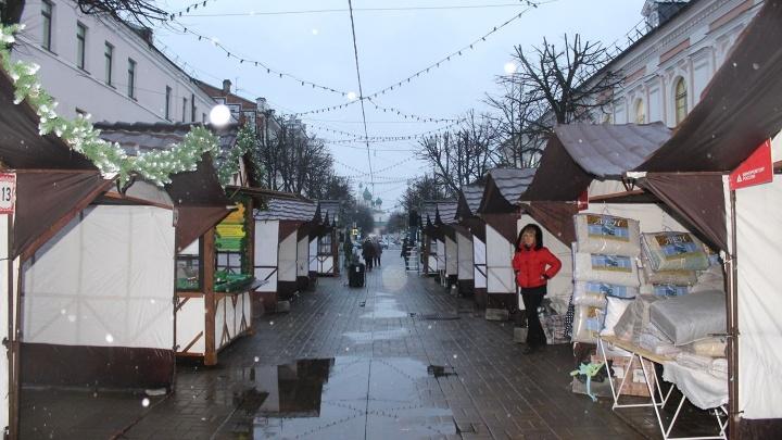 «Позор перед гостями города»: ярославцы раскритиковали ярмарку палаток на улице Кирова
