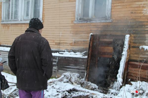 Вот уже месяц на жителей дома одна за другой валятся коммунальные беды