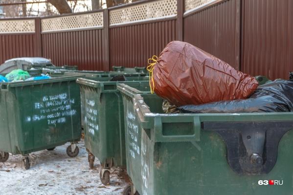 За опустошение баков приходится платить 598 рублей за кубометр мусора