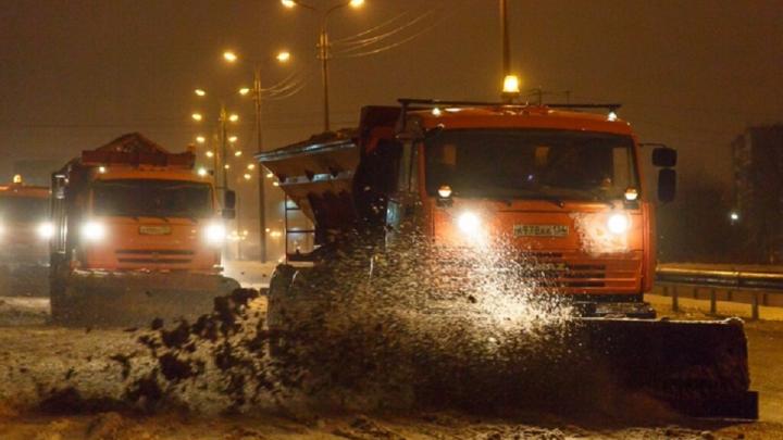 «Снегопад продлится всю ночь»: на расчистку волгоградских трасс выйдут 180 спецмашин