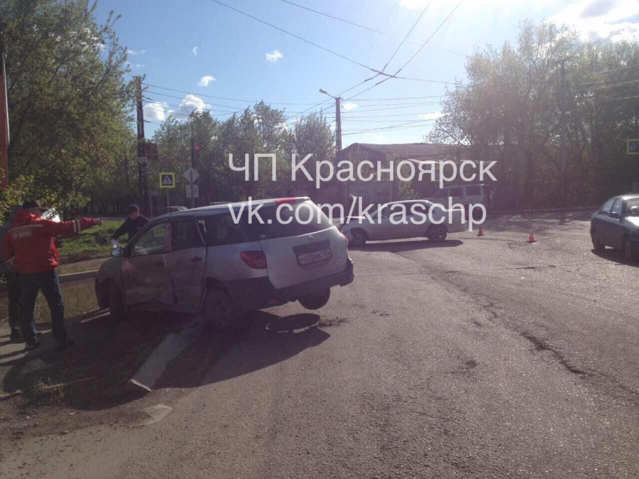 ВКрасноярске вДТП перевернулась иностранная машина: тяжело ранен 3-летний ребенок