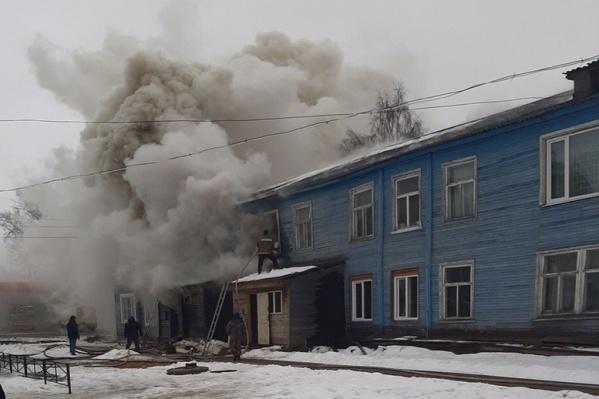 В сгоревшем наполовину доме проживали около 30 человек