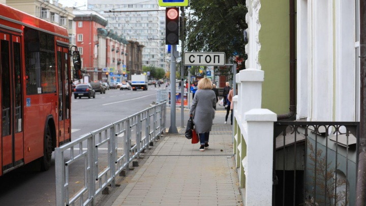 «Будем тормозить головой»: знак «Стоп» на Ленина перегородил дорогу пешеходам