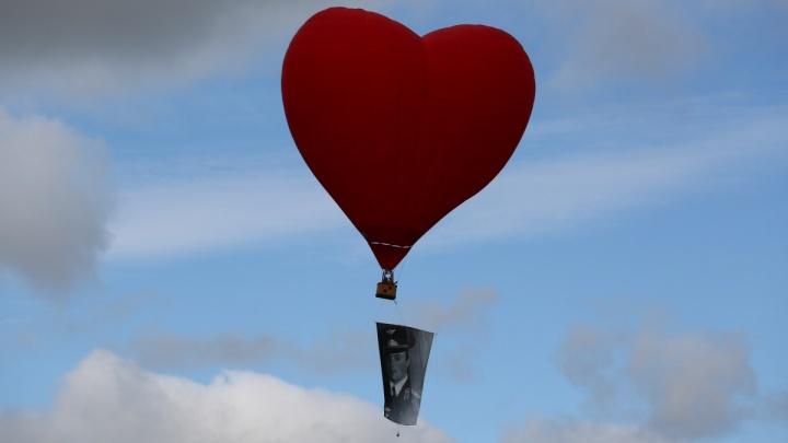 Видео: воздушный шар столкнулся с микроавтобусом на авиашоу в Мочище
