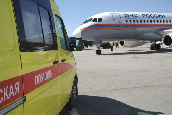 Sukhoi Superjet МЧС увёз маленькую девочку сегодня, 16 апреля