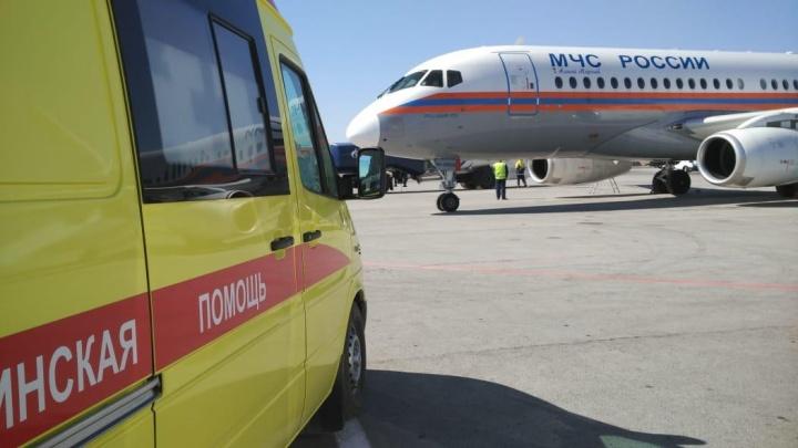 Тяжелобольную девочку увезли спецбортом МЧС из Новосибирска в Москву
