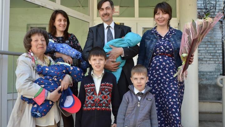 В Омске родилась первая тройня в этом году