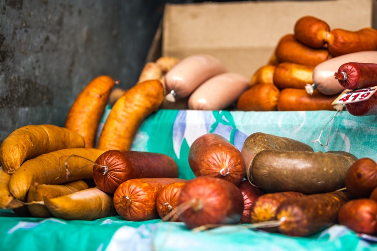 Продавец колбасы должна заплатить штраф в размере 15 тысяч рублей — приговор в законную силу ещё не вступил