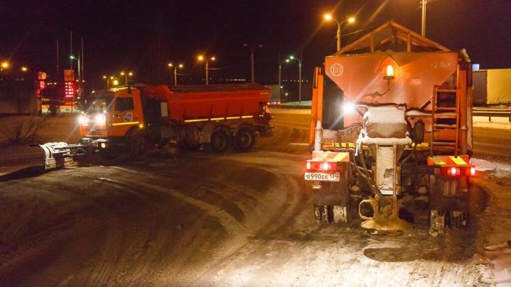 «А «Нулевку» не чистили!»: снегопад оставил узкие колеи на главных дорогах Волгограда