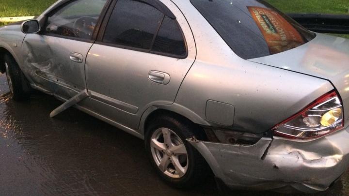 Попавший в колею Mercedes устроил аварию на Ипподромской