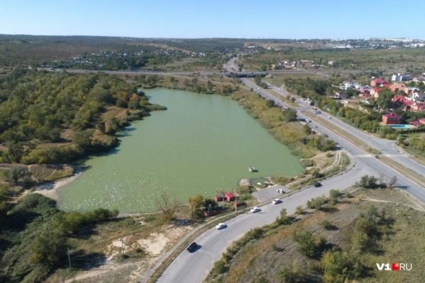 Волгоградец нашёл мину на берегу Ангарского пруда