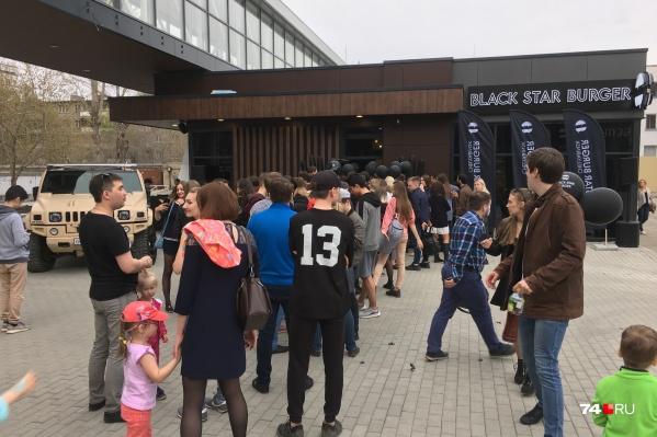 После шести вечера на улице Тернопольской образовалась очередь