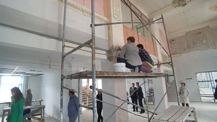 «Стараемся сохранить все, что было»: в Кургане продолжается ремонт Дворца детского творчества